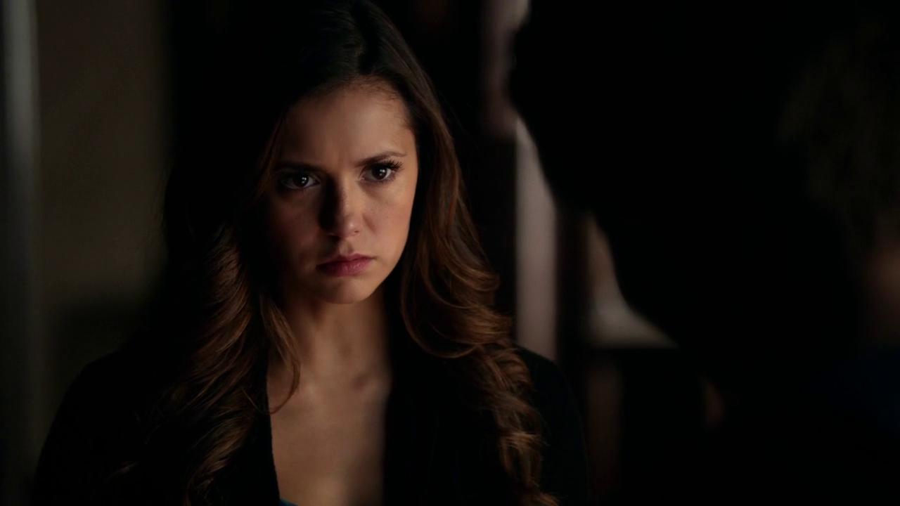 Elena'nın Stefan-Caroline ikilisini öğrendiğindeki surat ifadesi de kayıtlara geçsin.
